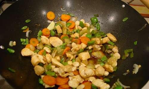 Cuinant amb un wok